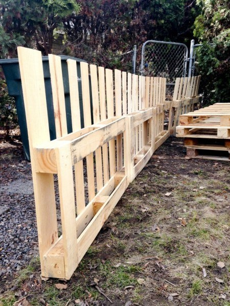 13 Amazing Diy Pallet Fences You Can Make At Home